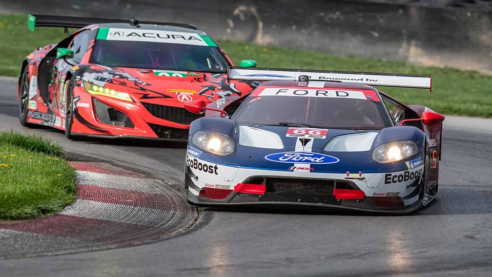 GT Cars on track at the Mid-Ohio Sports Car Course
